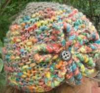 tricoter un bonnet à fleurs aux aiguilles