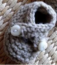 chaussons bébé : brides croisées