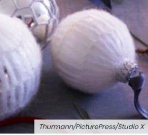 Tricoter des décos de Noël : boules de Noël