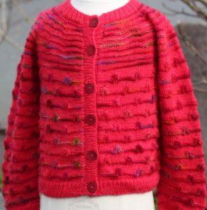 tricoter un gilet à fleurs fillette