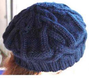 Tricoter des bonnets à motifs complexes : torsades