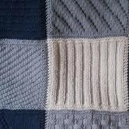 Modèles gratuits de couvertures au tricot : des carrés fantaisie
