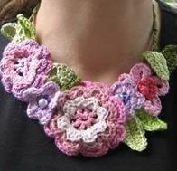 Tricoter un collier fleurs