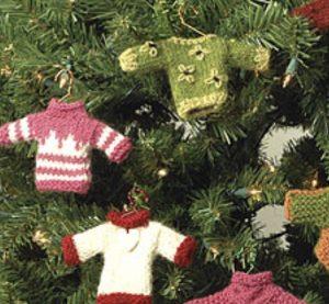 Très petits pulls au tricot