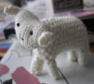 Tricoter un objet miniature : le mouton