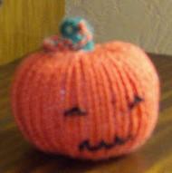 Tricoter une citrouille aux aiguilles pour Halloween