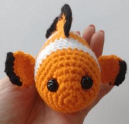 Doudou poisson au crochet